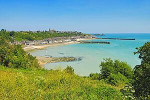 Normandie: Rosafarbene Granitküste & weite Strände